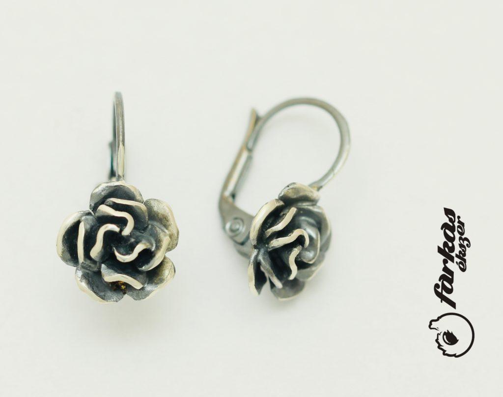 Ezüst rózsás fülbevaló E029,