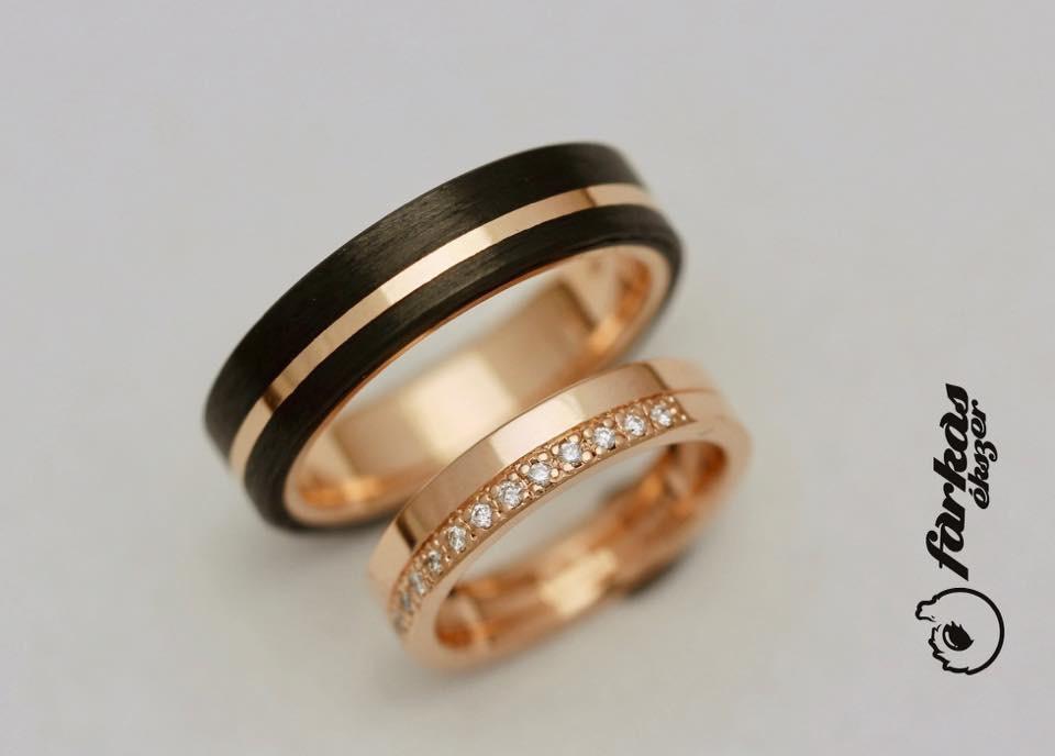 Fekete karbon-arany karikagyűrűk gyémántokkal K049.