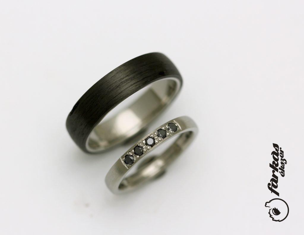 Fekete karbon-titán karikagyűrűk fekete gyémántokkal K050.