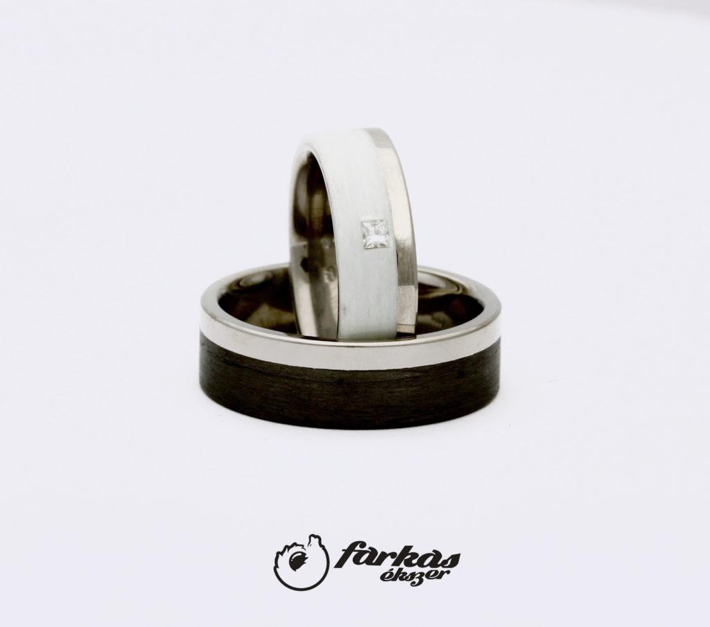 Titán karikagyűrűk fehér és fekete karbonnal K055.