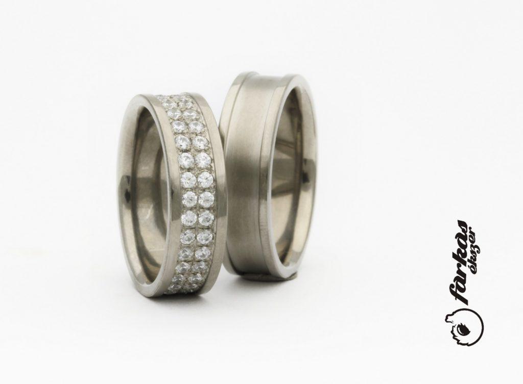 Titán karikagyűrűk gyémántokkal T311.