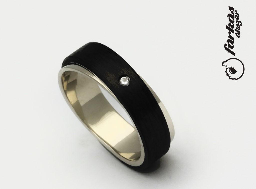 Fehér arany-karbon gyűrű gyémánttal A155.