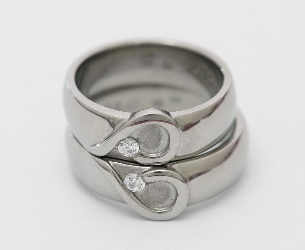Titán karikagyűrűk gyémántokkal T169.