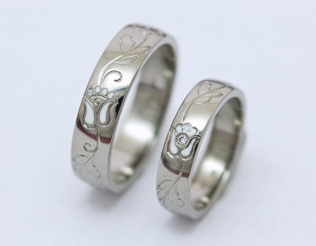Vésett titán karikagyűrű, kerámiával és gyémánttal T159.