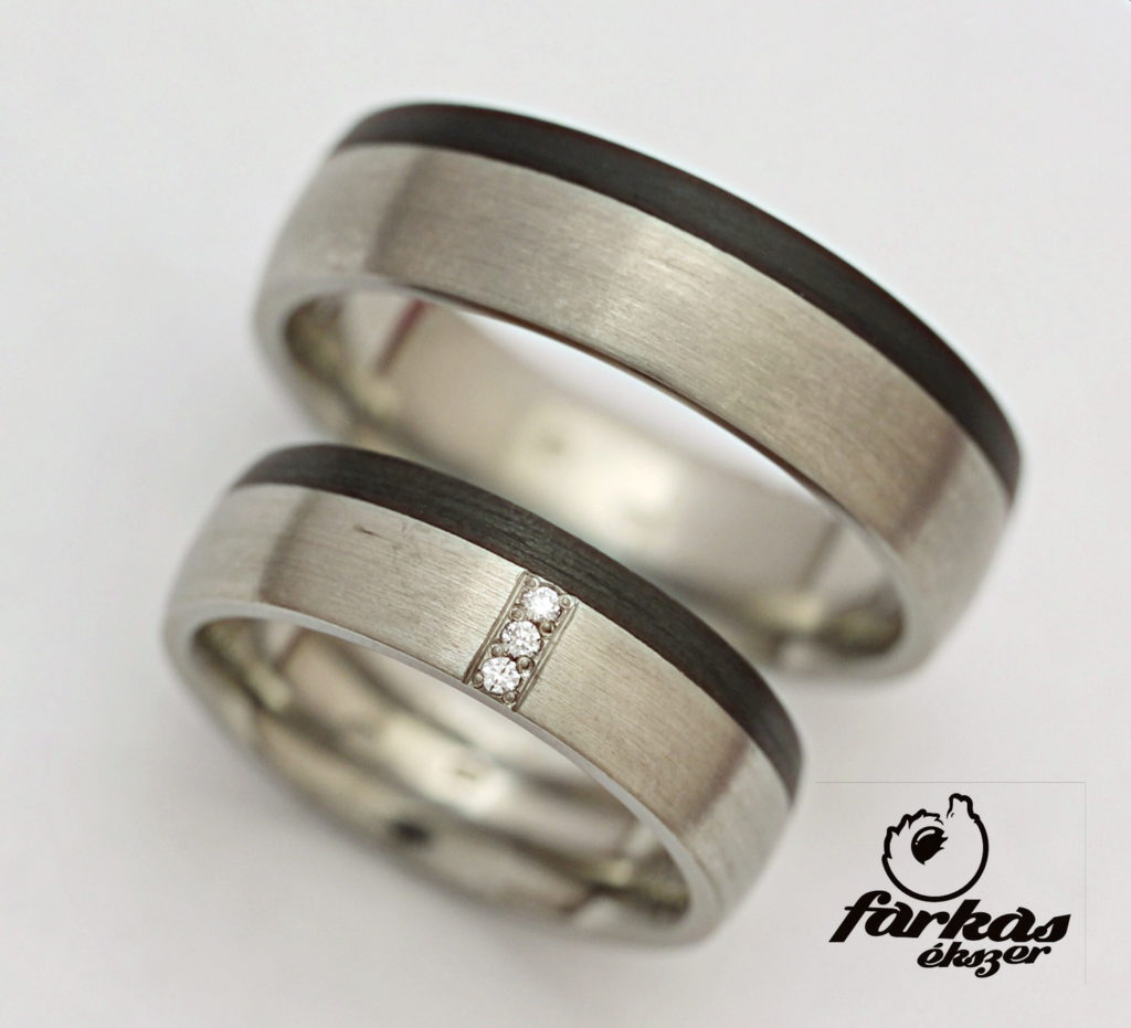 Titán-fekete karbon karikagyűrű gyémántokkal T190.