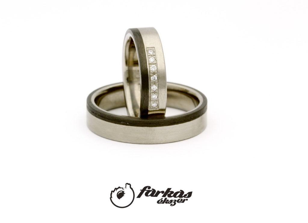 Fekete karbon - titán karikagyűrűk gyémántokkal T318.