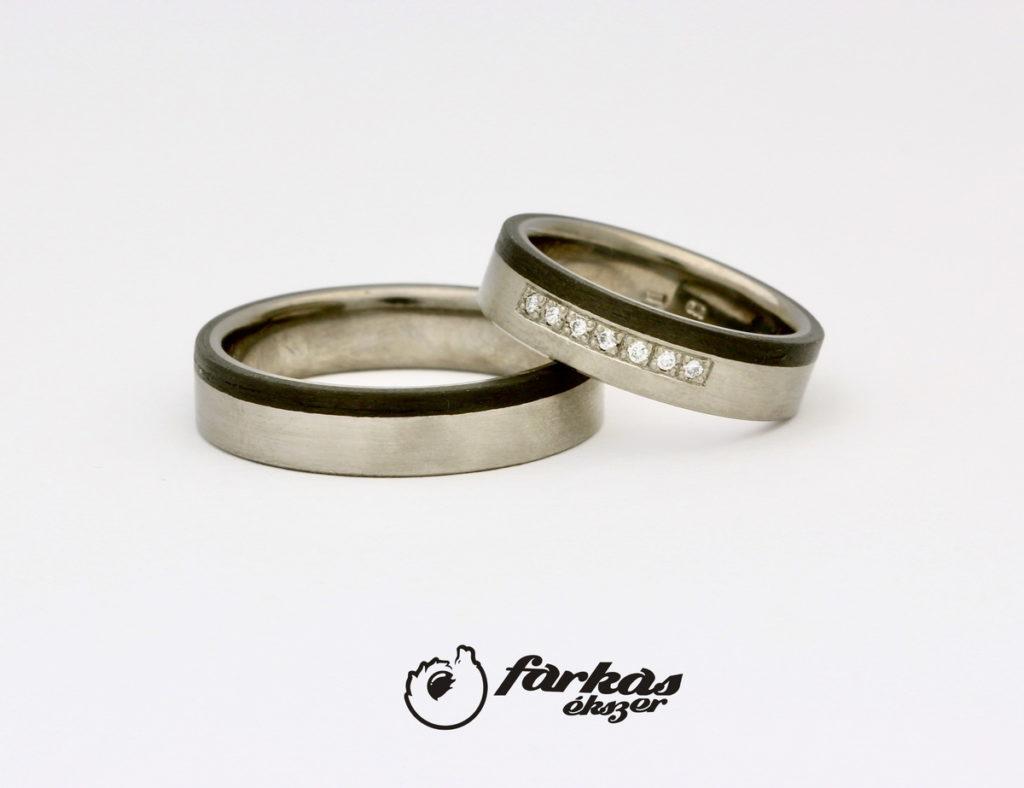 Fekete karbon-titán karikagyűrűk gyémántokkal K064.