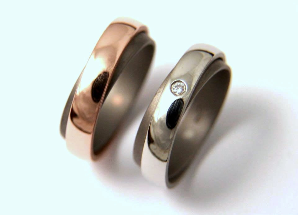 Titán-vörösarany-titán-platina-karikagyűrű gyémánttal T082.