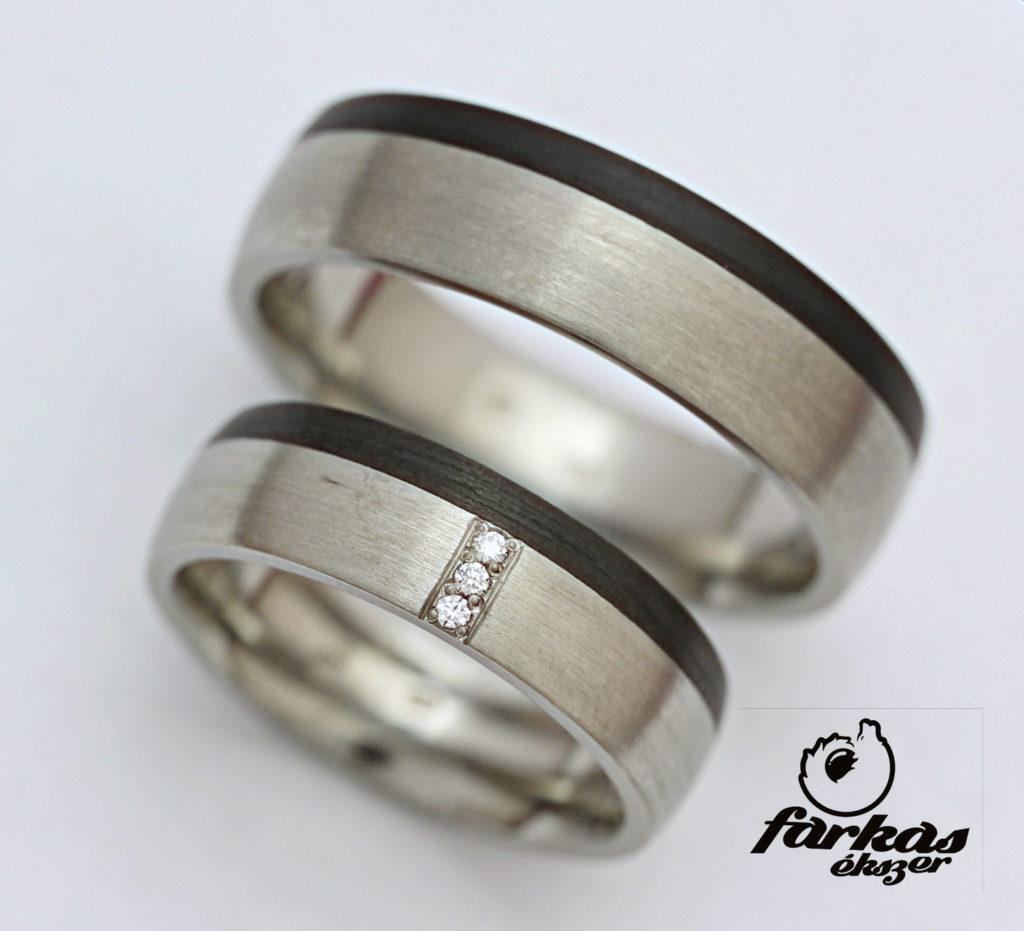 Fekete karbon-titán karikagyűrűk gyémántokkal K066.